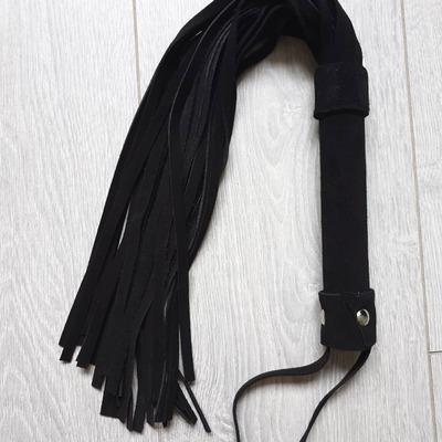 """Плетка ручной работы из натуральной замши черная """"Black Mama"""""""