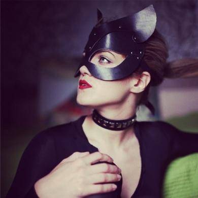 """Маска Cat """"Black Mama"""" ручной работы из натуральной кожи белая"""