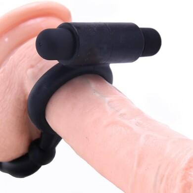 Анальная пробка с кольцом на пенис и вибрацией Ass-Kicker with Cockring